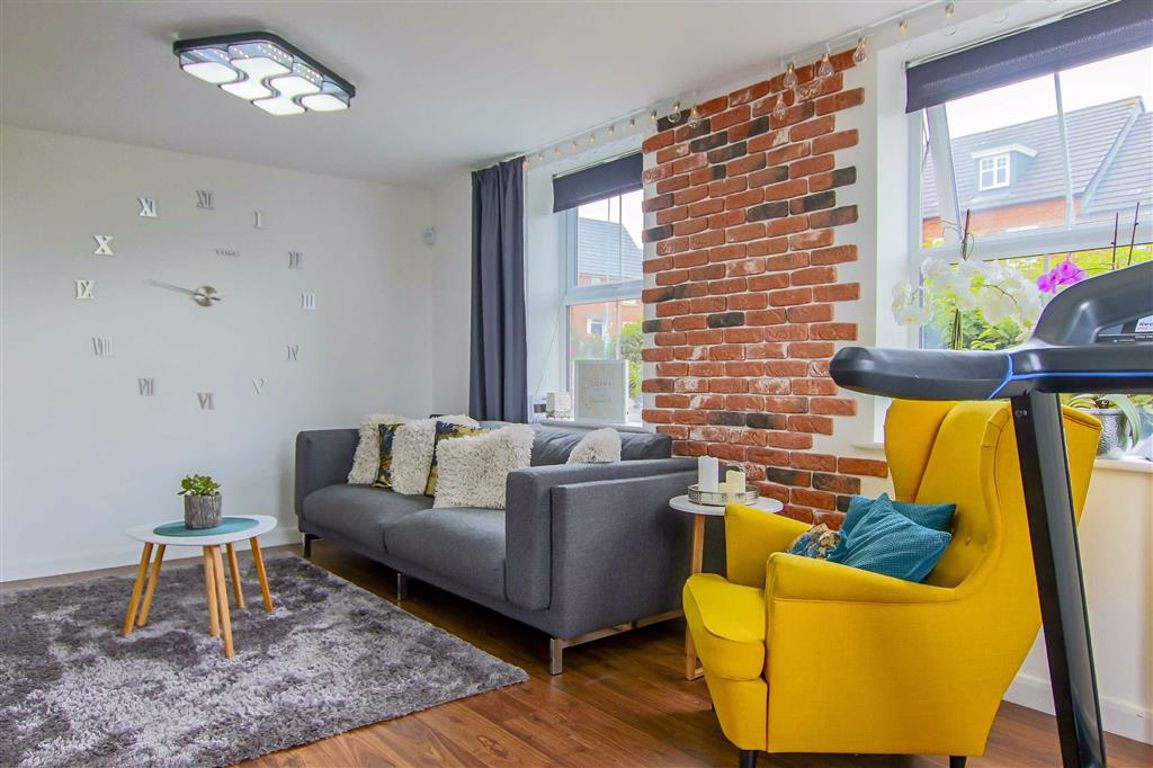 3 Bedroom End Terrace House For Sale - Image 2