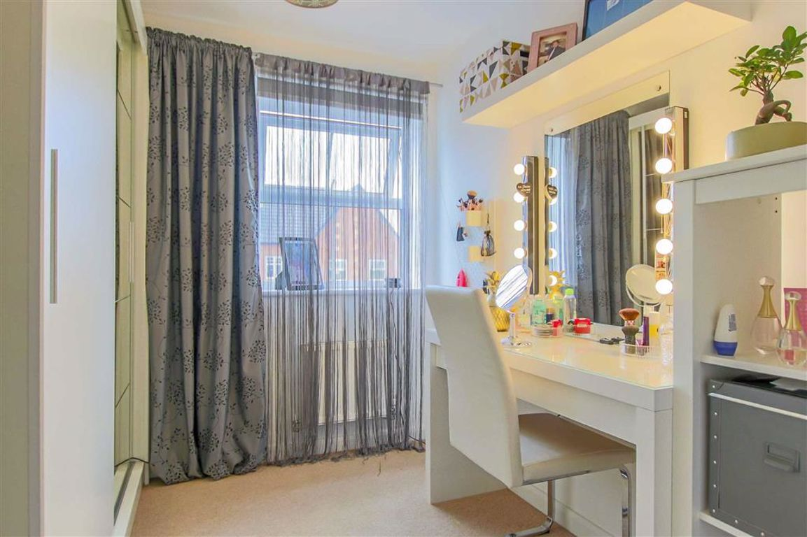 3 Bedroom End Terrace House For Sale - Image 8