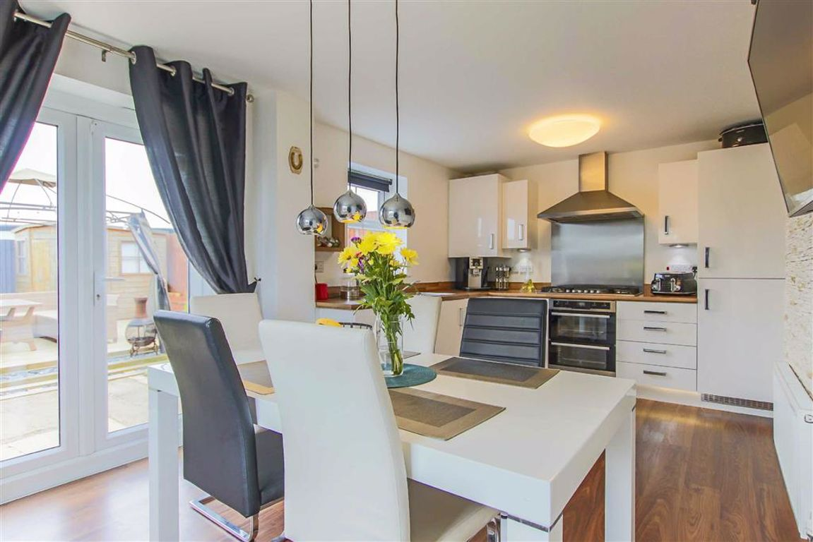 3 Bedroom End Terrace House For Sale - Image 4