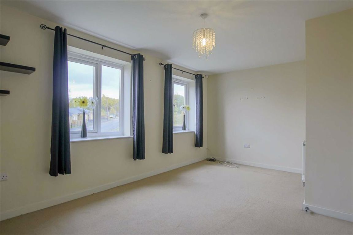 4 Bedroom Townhouse House For Sale - Image 6