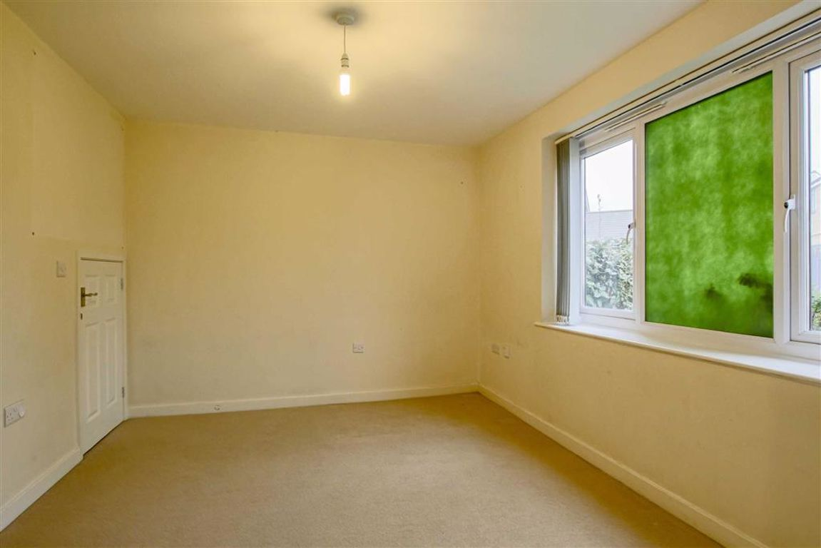 4 Bedroom Townhouse House For Sale - Image 5