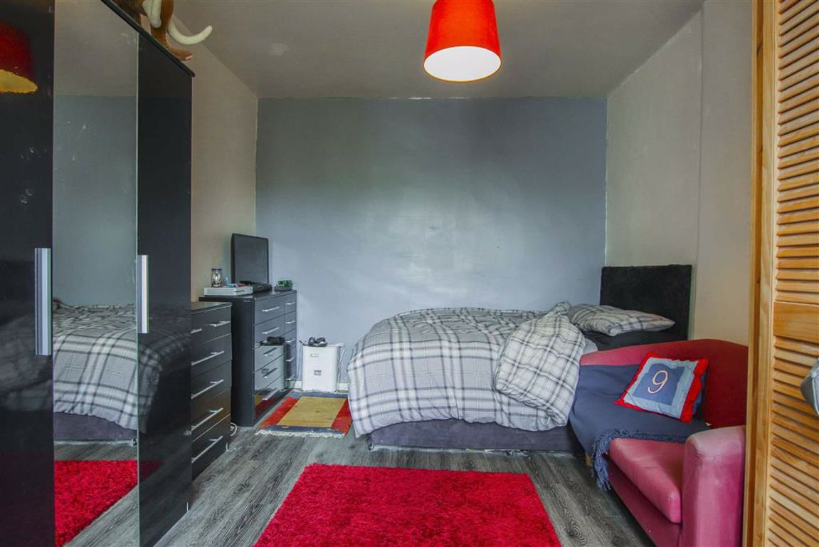 2 Bedroom Mid Terrace House For Sale - Image 17