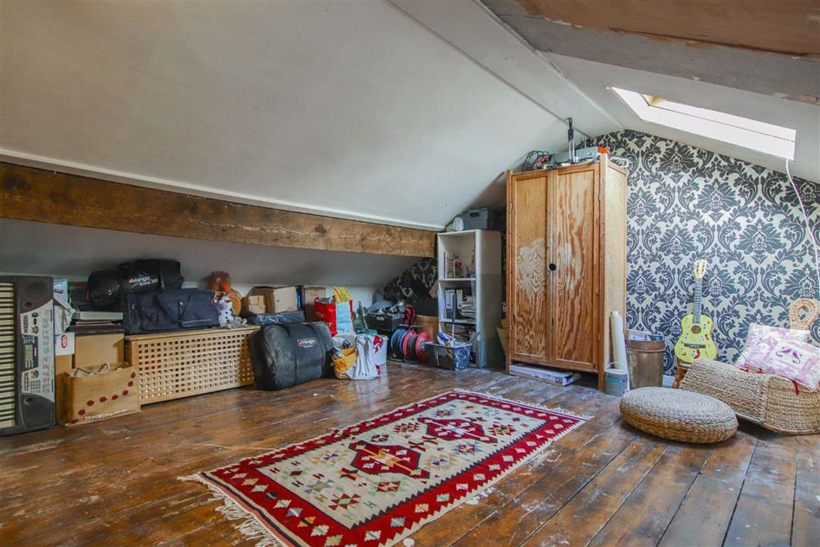 2 Bedroom Mid Terrace House For Sale - Image 8