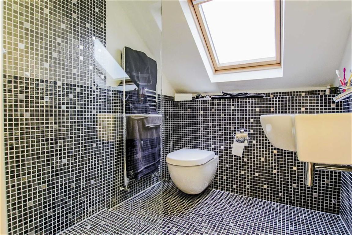 6 Bedroom Detached House For Sale - Image 23