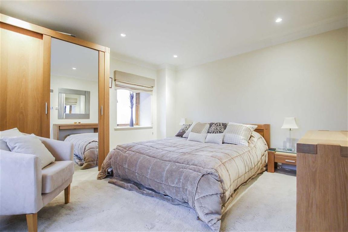 6 Bedroom Detached House For Sale - Image 11
