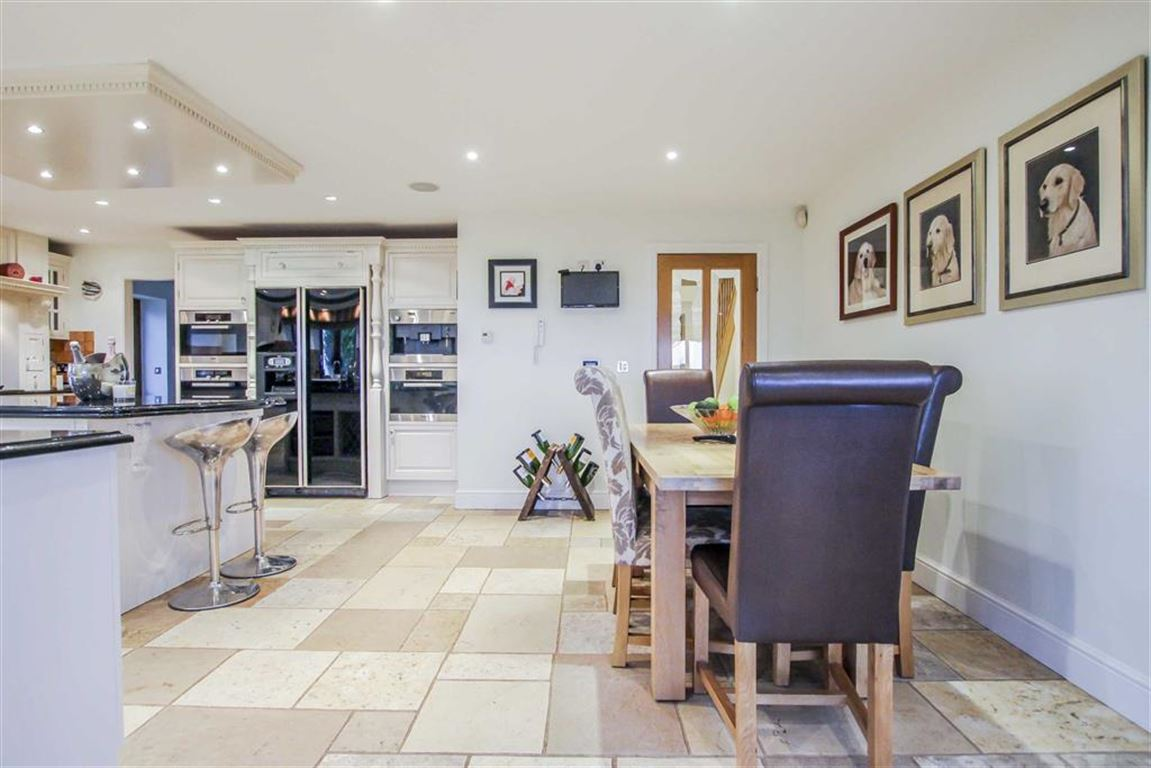6 Bedroom Detached House For Sale - Image 28