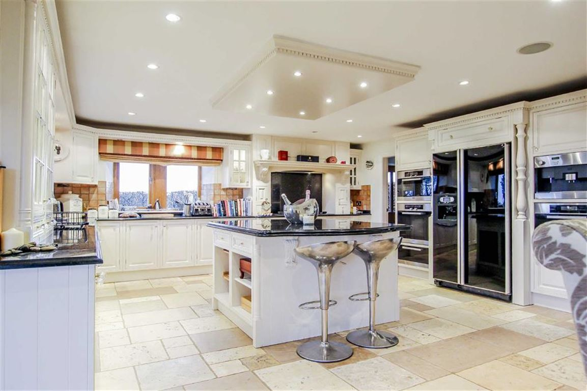 6 Bed Detached House For Sale - Main Image