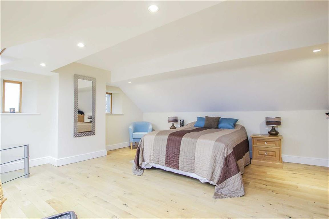 6 Bedroom Detached House For Sale - Image 22