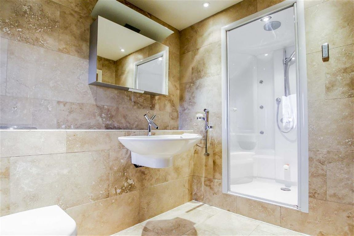 6 Bedroom Detached House For Sale - Image 19