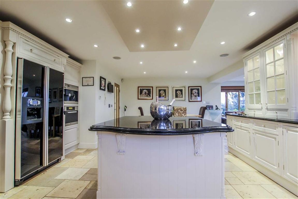 6 Bedroom Detached House For Sale - Image 29