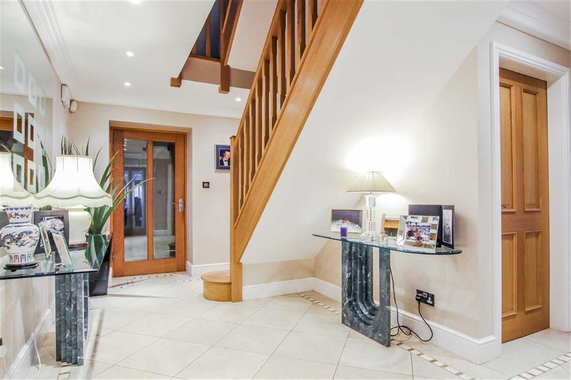 6 Bedroom Detached House For Sale - Image 17