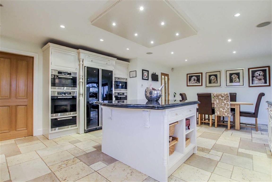 6 Bedroom Detached House For Sale - Image 27