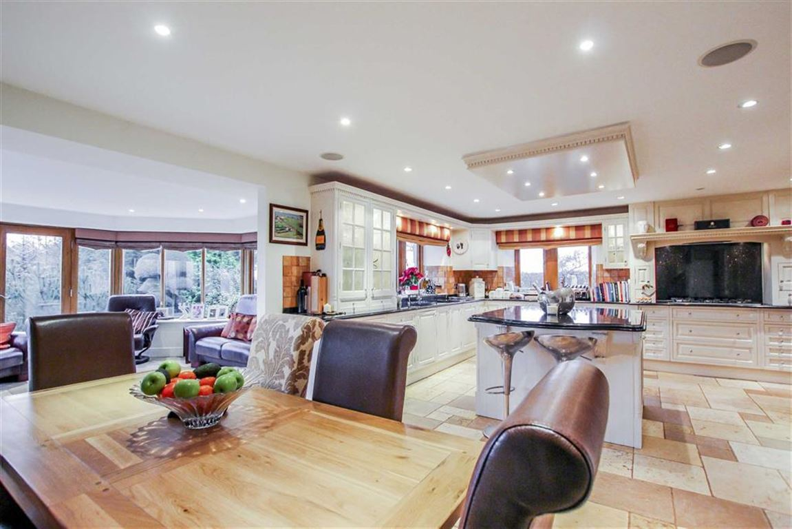 6 Bedroom Detached House For Sale - Image 24