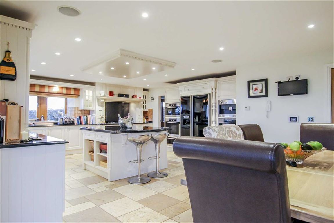 6 Bedroom Detached House For Sale - Image 25