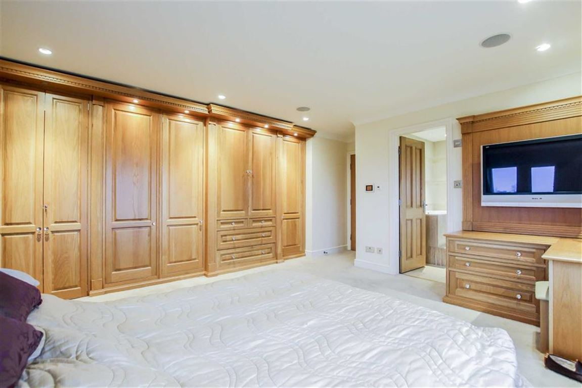 6 Bedroom Detached House For Sale - Image 21