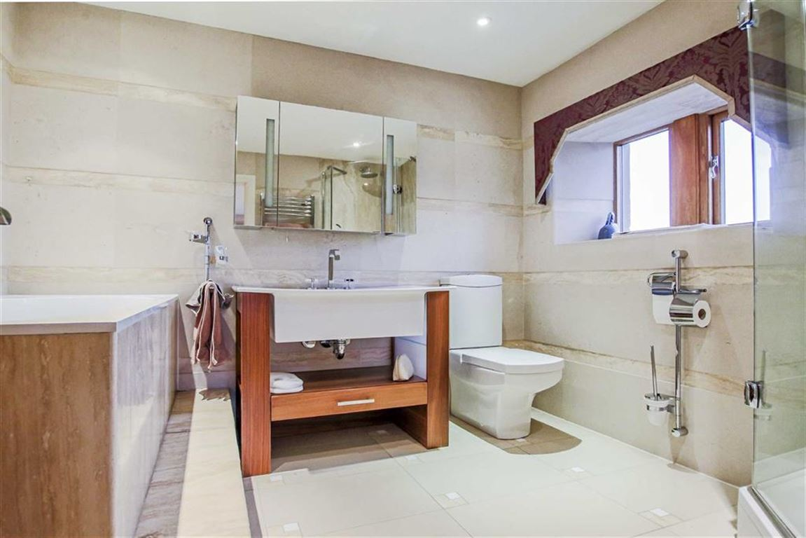 6 Bedroom Detached House For Sale - Image 33