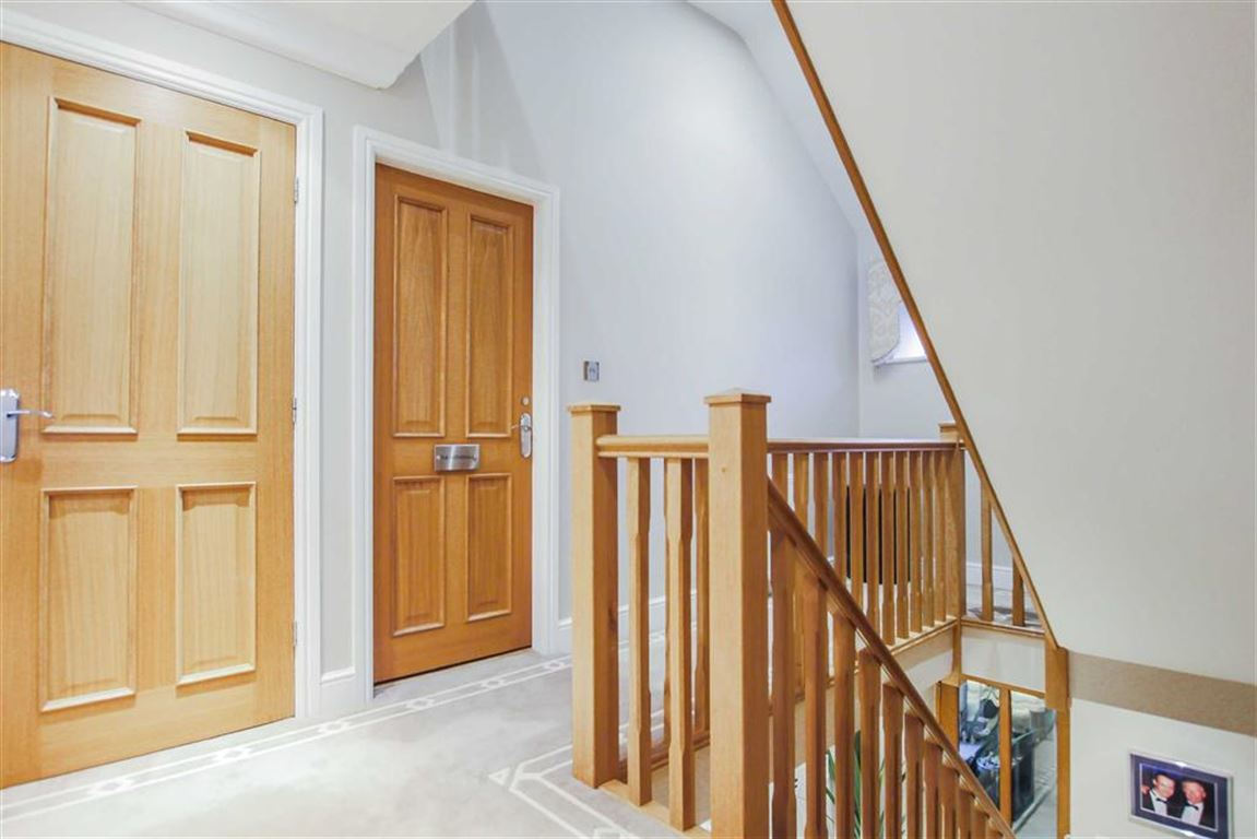 6 Bedroom Detached House For Sale - Image 20