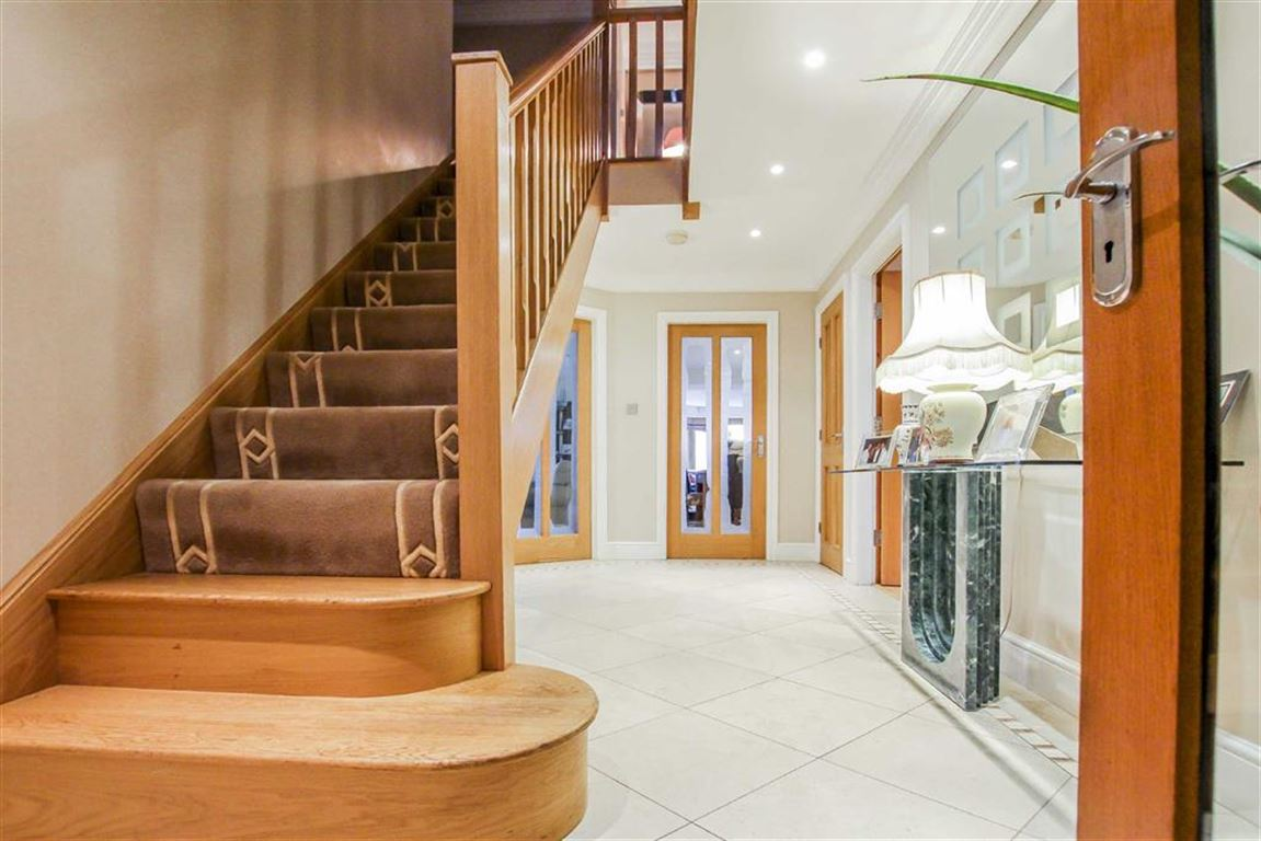 6 Bedroom Detached House For Sale - Image 15