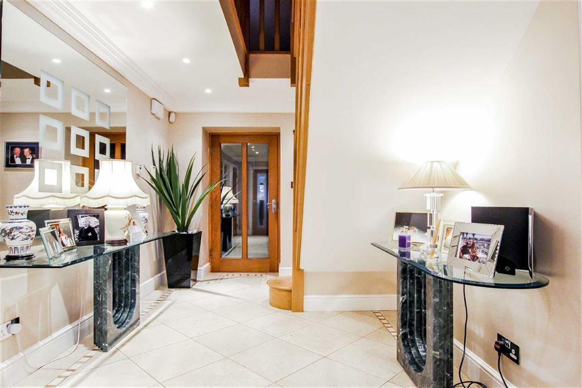 6 Bedroom Detached House For Sale - Image 30