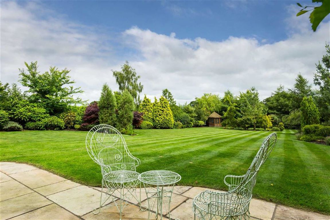 6 Bedroom Detached House For Sale - Image 41