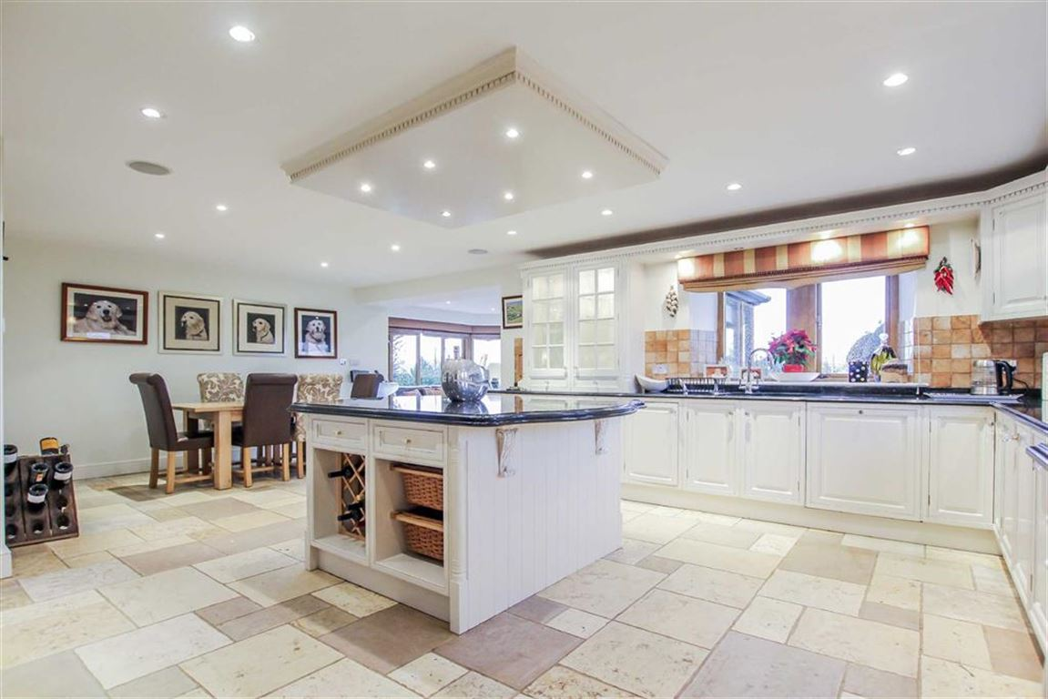 6 Bedroom Detached House For Sale - Image 3