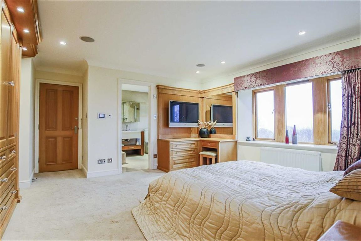 6 Bedroom Detached House For Sale - Image 4