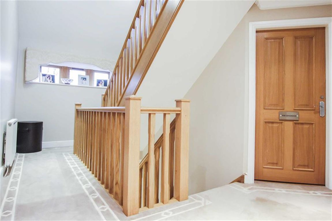 6 Bedroom Detached House For Sale - Image 18