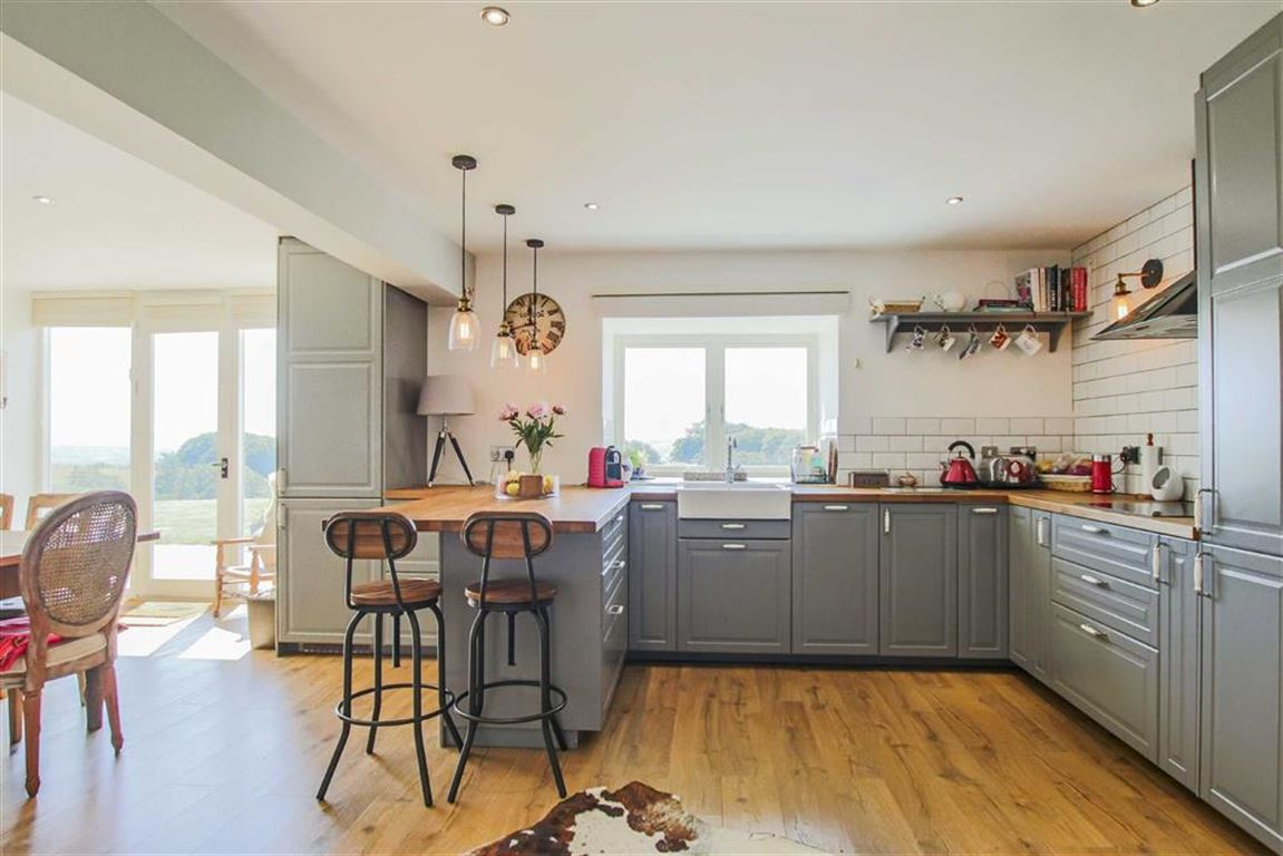 4 Bedroom Barn Conversion For Sale - Image 4