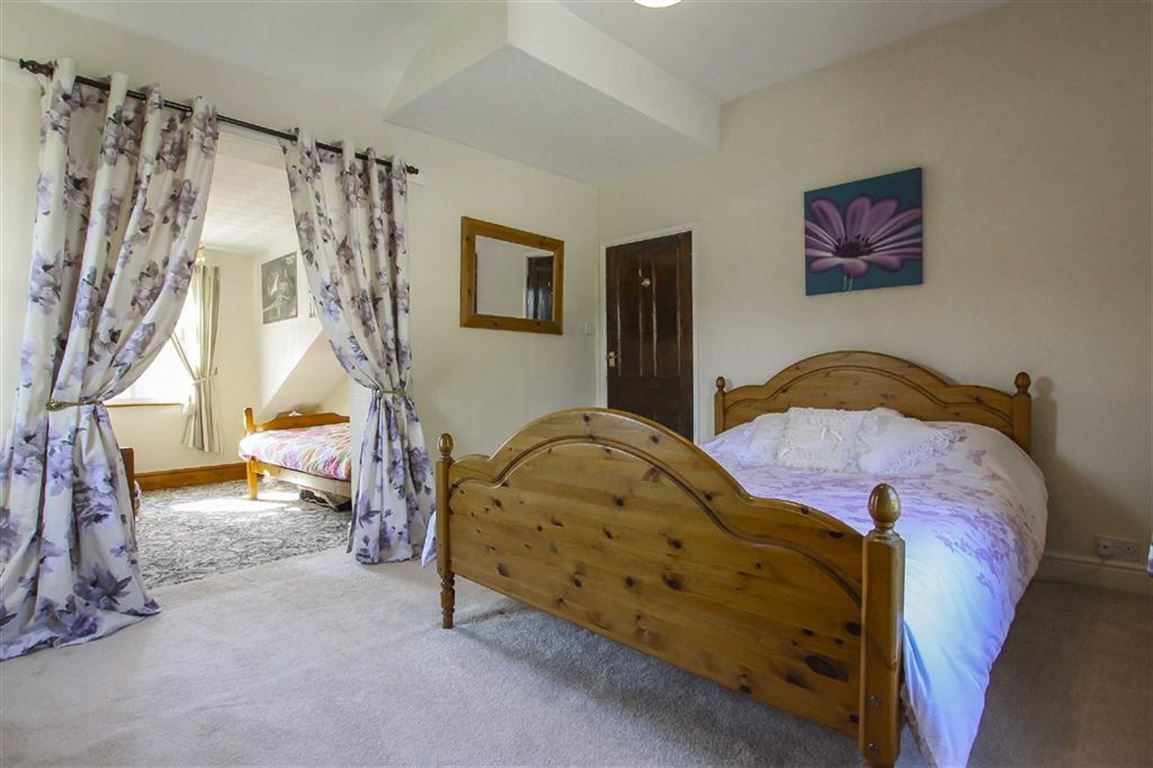 5 Bedroom Farmhouse For Sale - Image 7