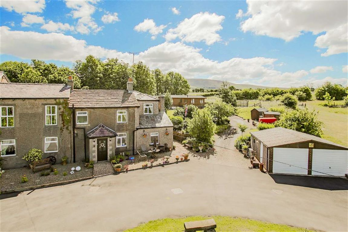 5 Bedroom Farmhouse For Sale - Main Image