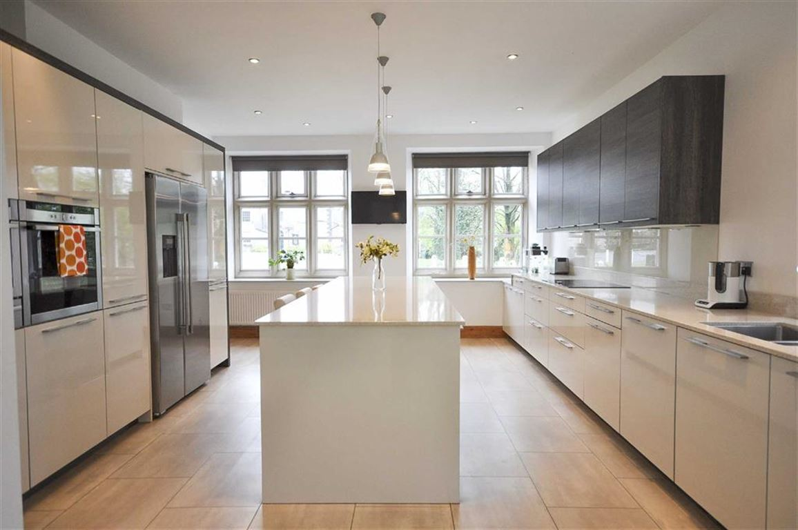 4 Bedroom Semi-detached House For Sale - Image 20