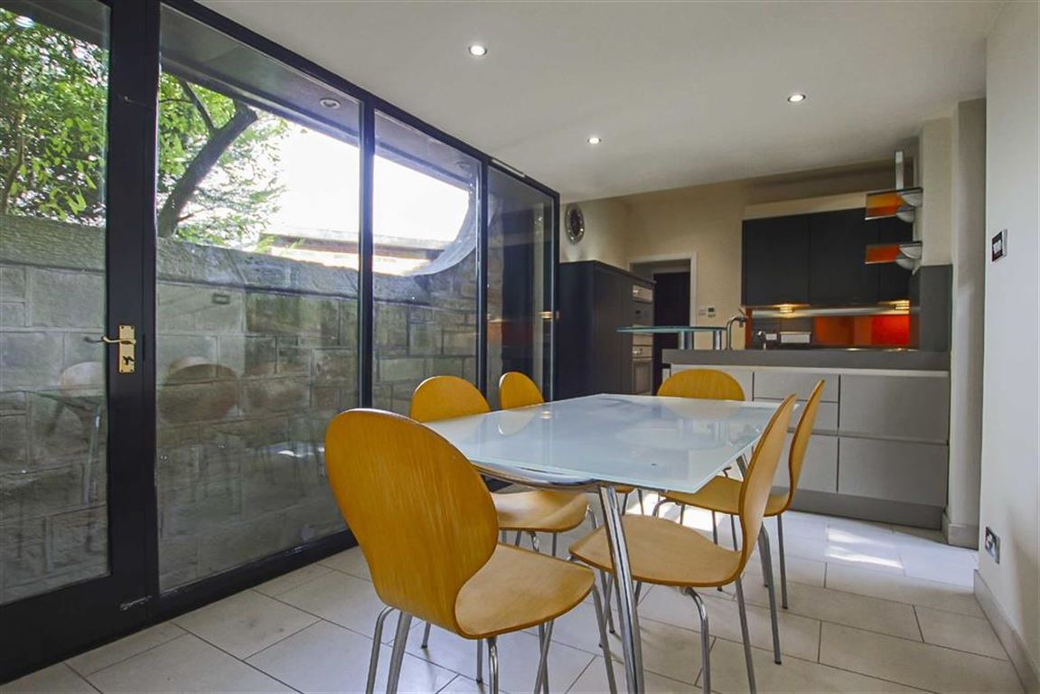 2 Bedroom Detached House For Sale - Image 4