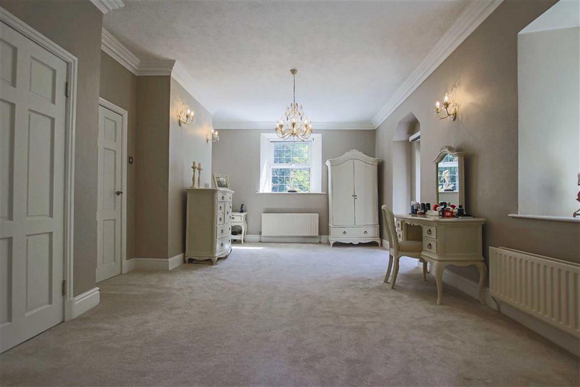 5 Bedroom Detached House For Sale - Image 16