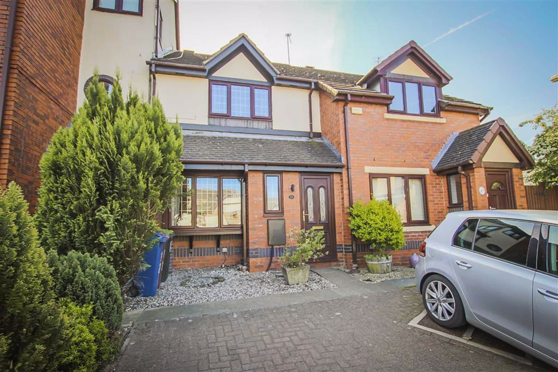 3 Bedroom Mid Terrace House For Sale - Main Image