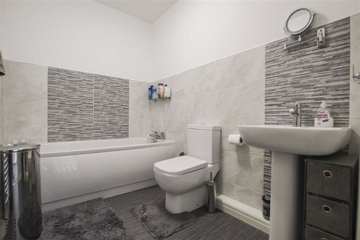 3 Bedroom Mid Terrace House For Sale - Image 5