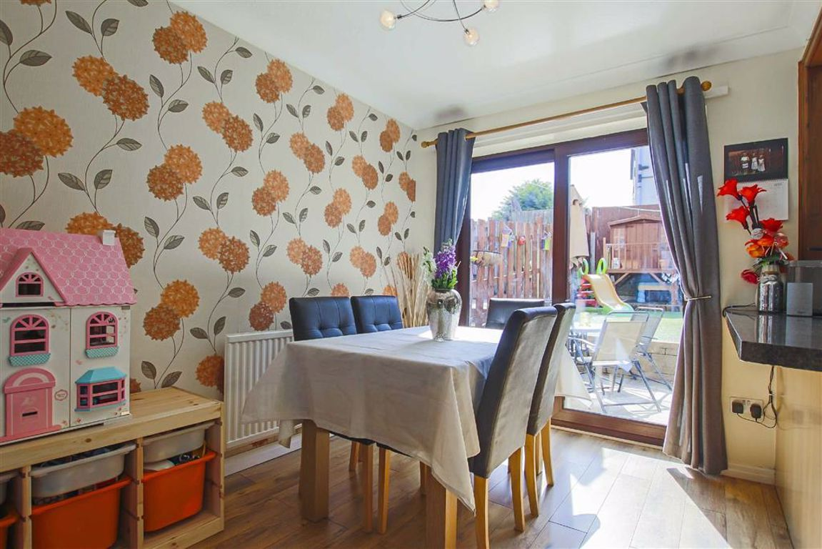 3 Bedroom Mid Terrace House For Sale - Image 3