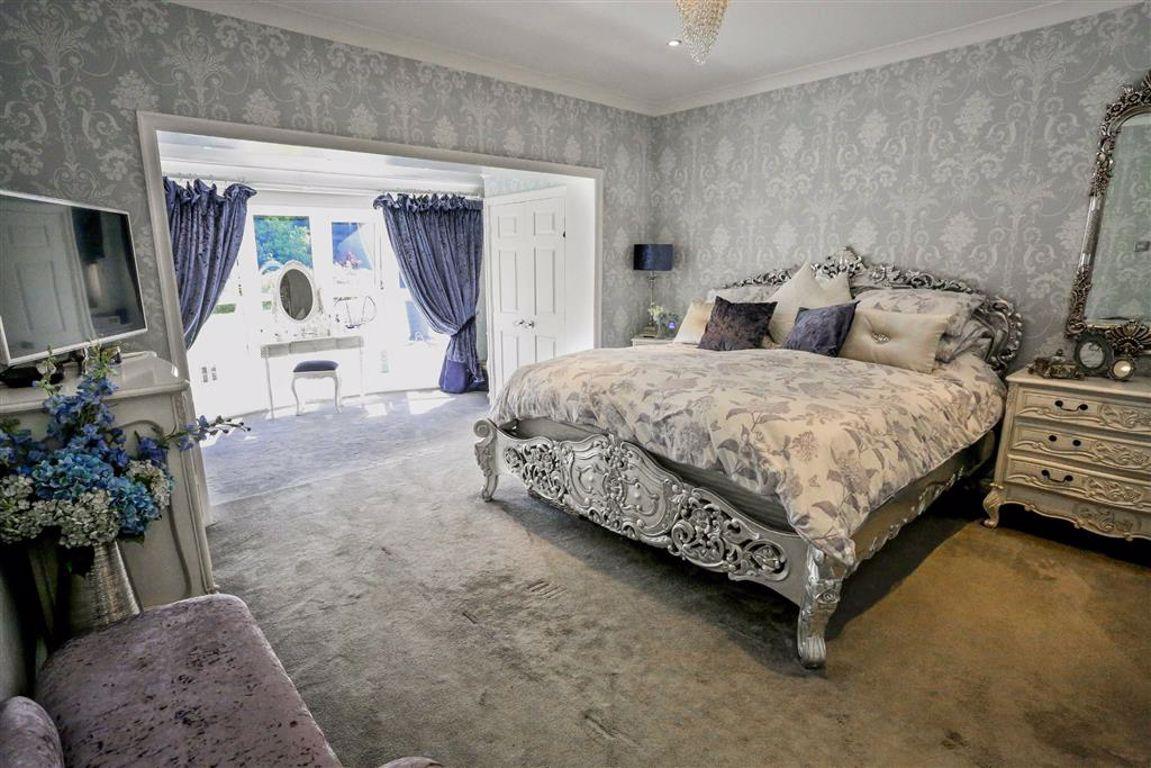 5 Bedroom Detached House For Sale - Image 2