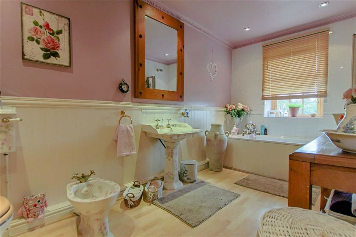4 Bedroom Farmhouse For Sale - Image 18