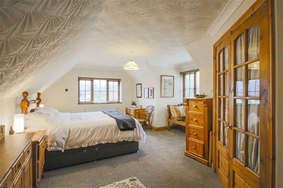 4 Bedroom Detached House For Sale - Image 6