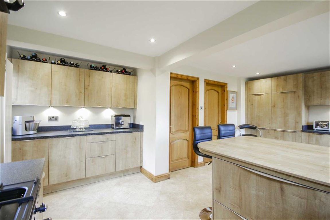4 Bedroom Detached House For Sale - Image 34