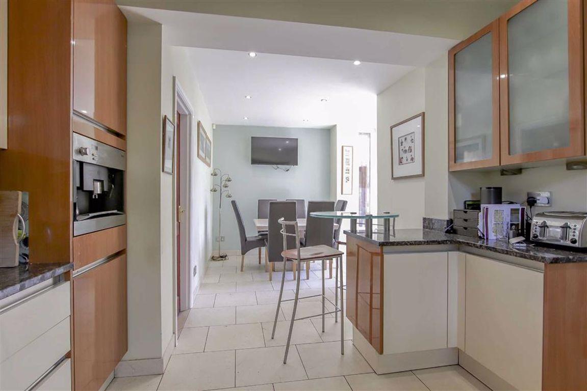 6 Bedroom Semi-detached House For Sale - Image 28
