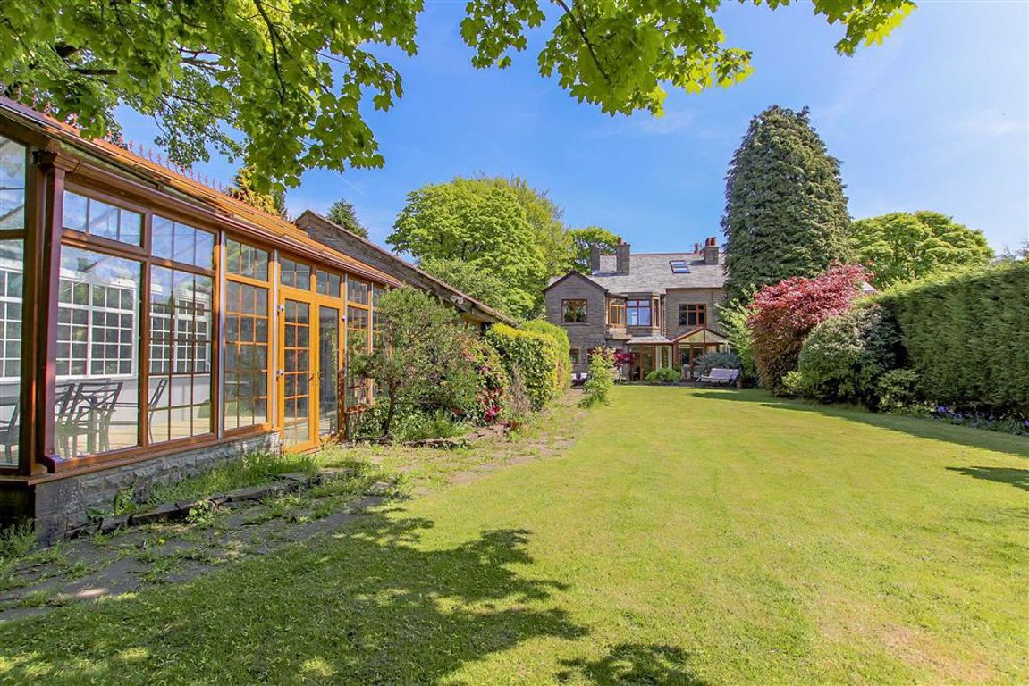 6 Bedroom Semi-detached House For Sale - Main Image