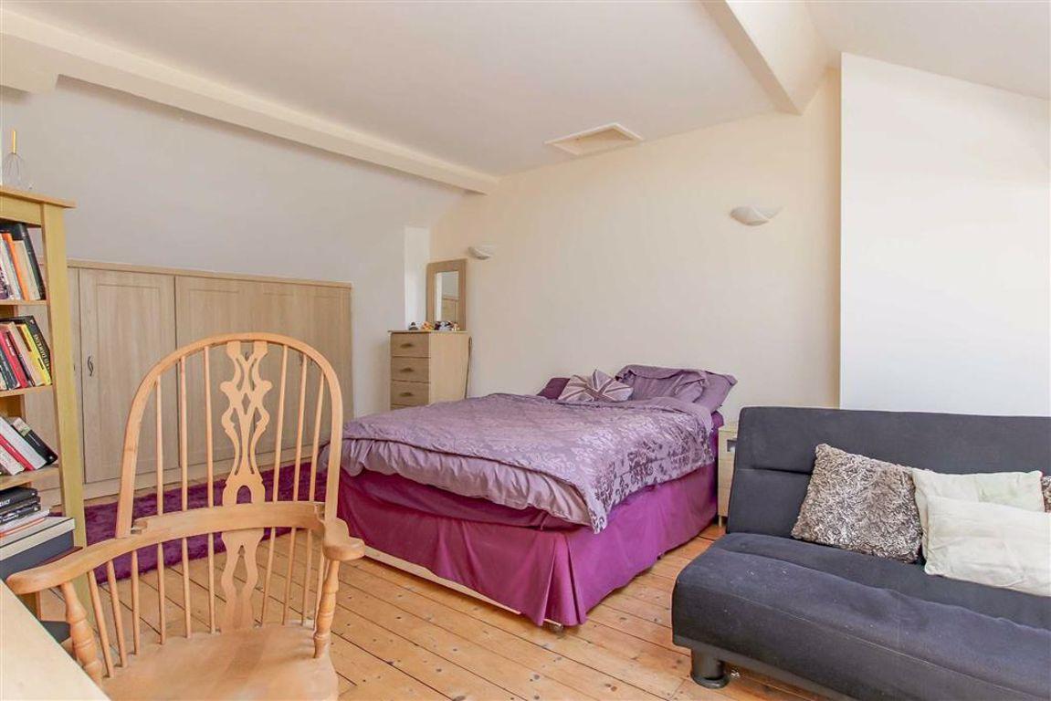 6 Bedroom Semi-detached House For Sale - Image 25