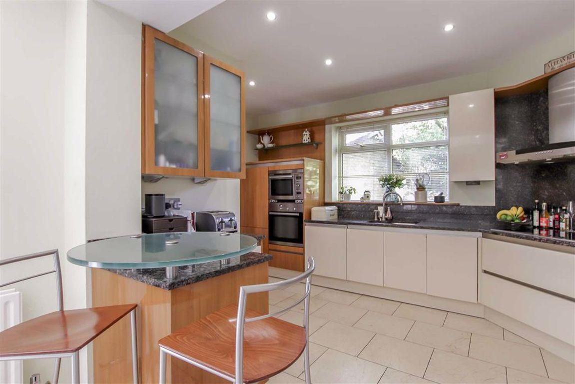 6 Bedroom Semi-detached House For Sale - Image 3