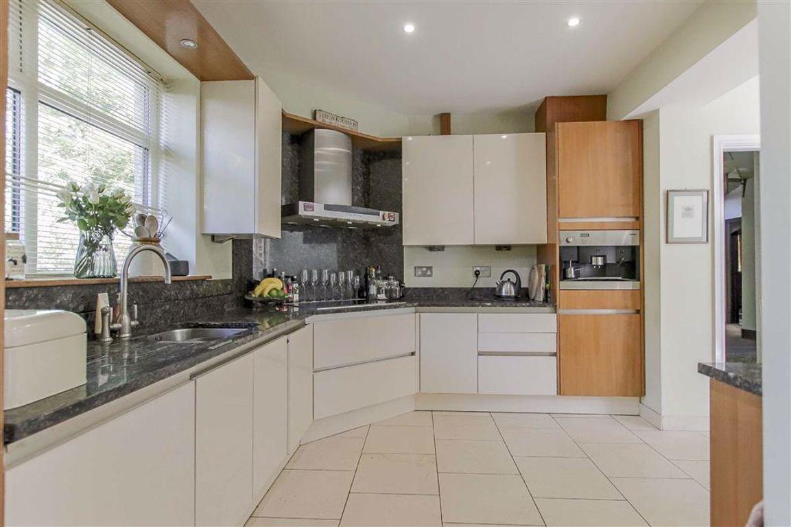 6 Bedroom Semi-detached House For Sale - Image 12