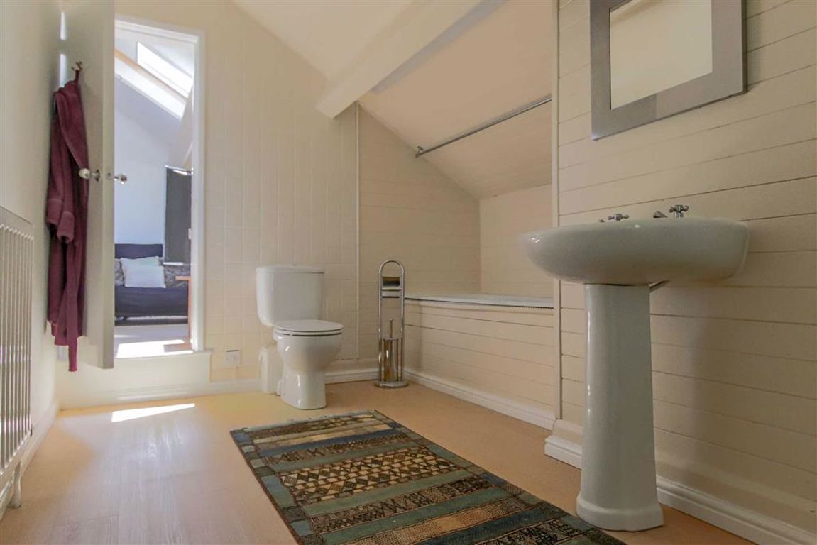 6 Bedroom Semi-detached House For Sale - Image 26