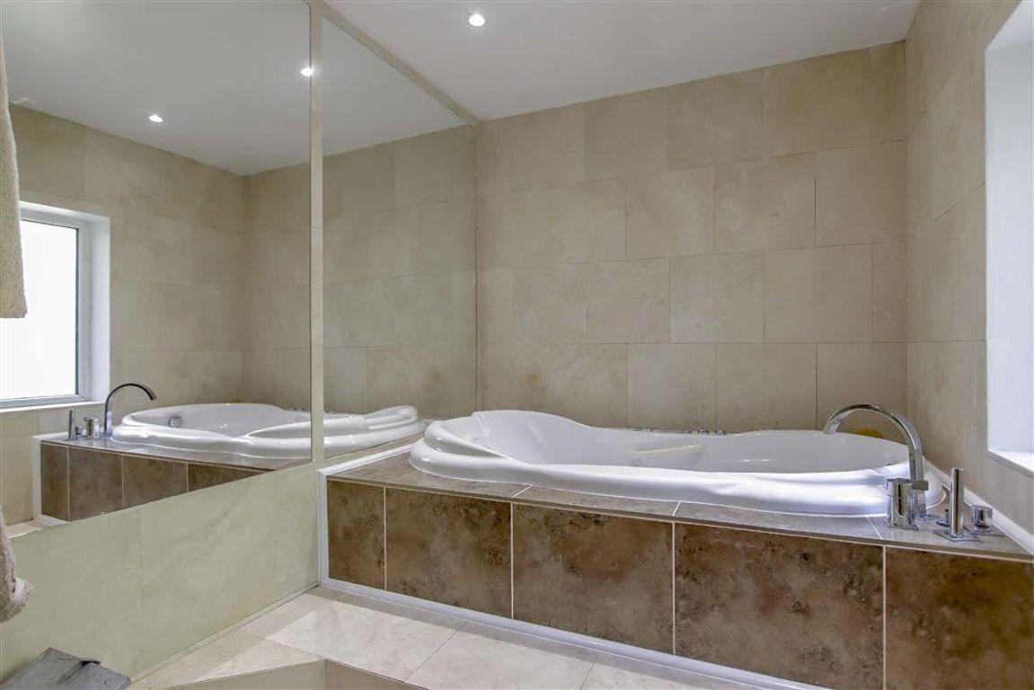 6 Bedroom Semi-detached House For Sale - Image 17