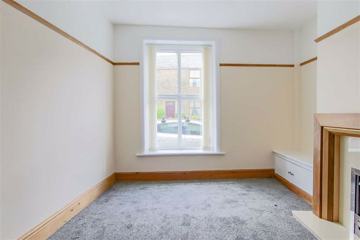 2 Bedroom End Terrace House For Sale - Image 4
