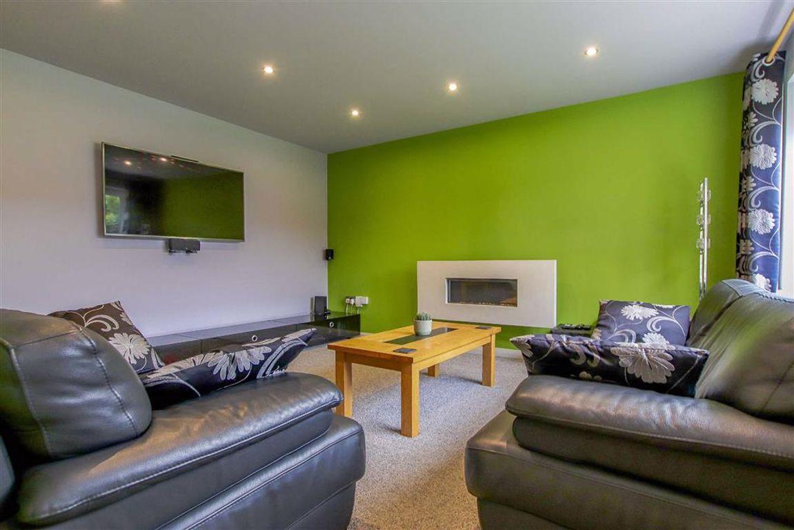 4 Bedroom Detached House For Sale - Image 3