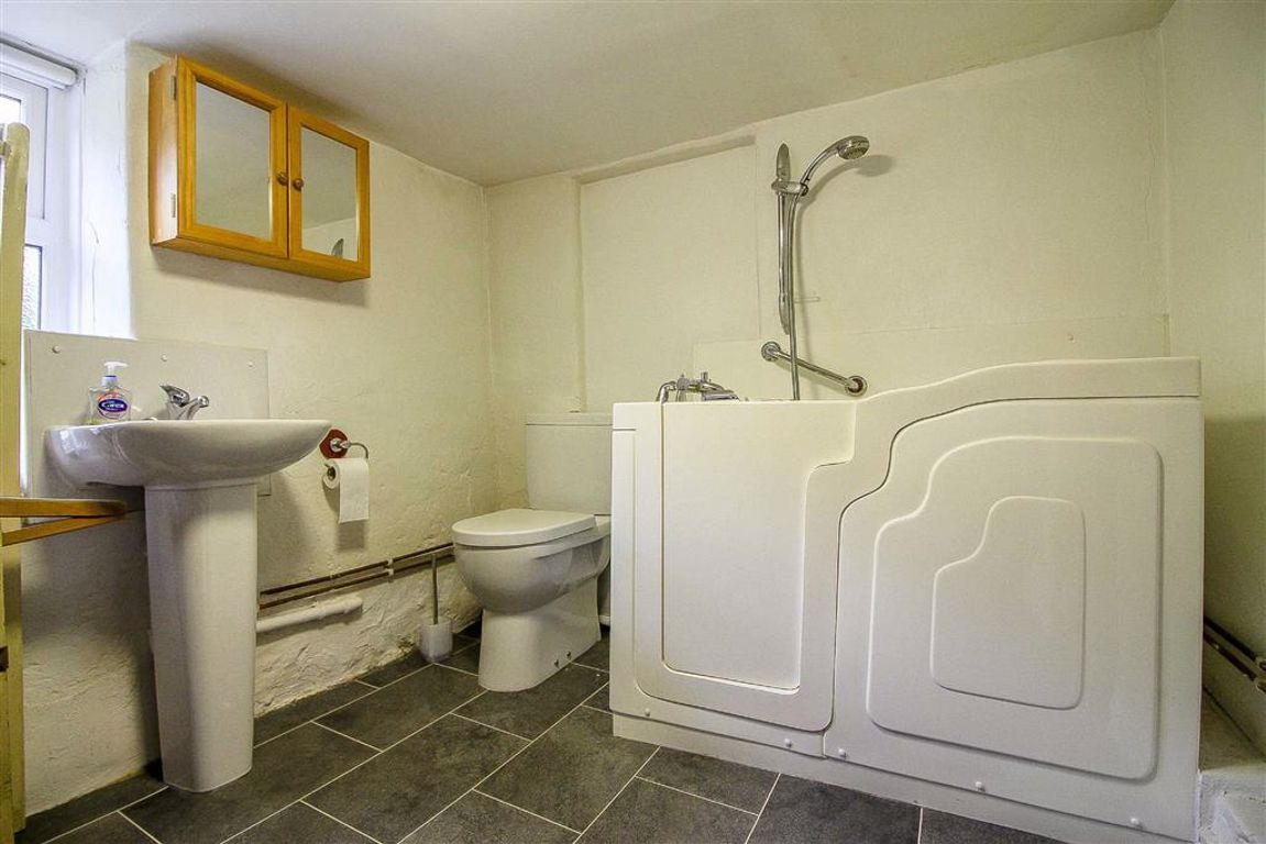 4 Bedroom Semi-detached House For Sale - Image 33